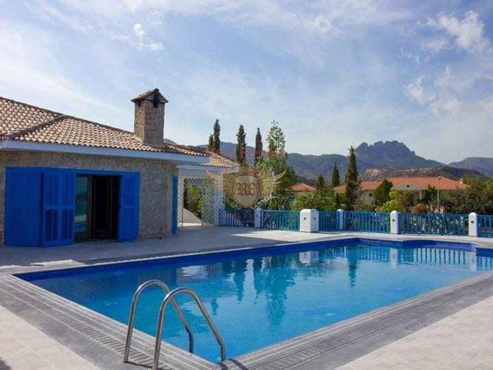 Кирения / Лапта (Лапитос) £ 185,000 Бунгало с 3 спальнями + бассейн 10м x 5м + центральное отопление + кондиционер + мебель + открытый камин + беседка с баром.