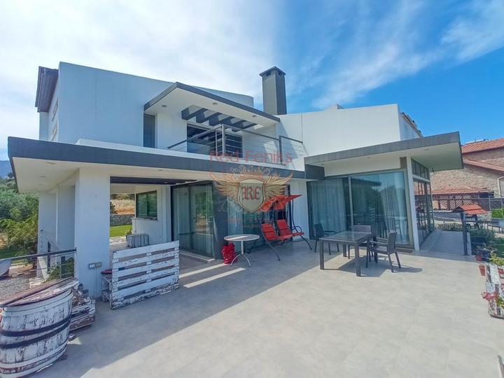 £ 485,000 Современная вилла с 4 спальнями + большой участок, который идеально подходит для строительства другого дома + колодец.