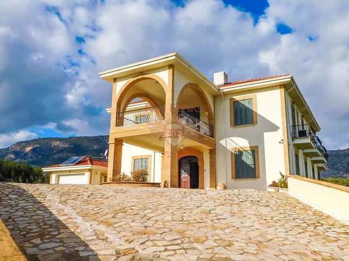 Роскошная вилла с 5/6 спальнями + бунгало с 2 спальнями + огромный бассейн, Вилла в Кирения Северный Кипр