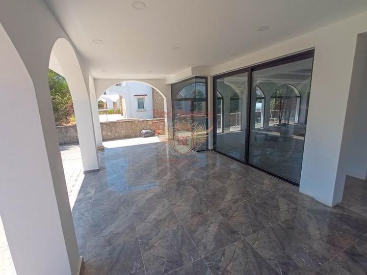 Новая вилла с 4 спальнями + потрясающий вид на горы, Дом в Кирения Северный Кипр