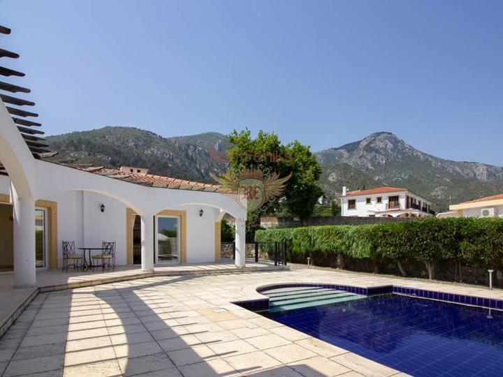Таунхаус с 3 спальнями + общий бассейн + круглосуточное видеонаблюдение, Дом в Кирения Северный Кипр