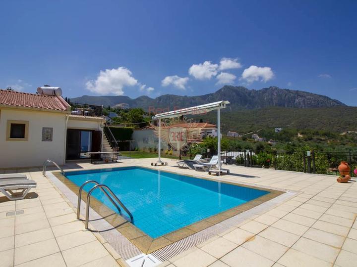 Отель расположен в поселке Бельдиби, рядом с пляжем.