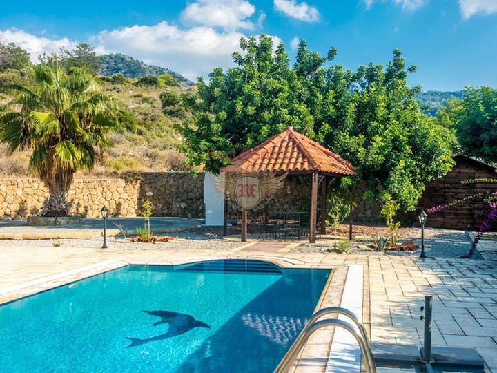 Вилла с 3 спальнями + бассейн 10 х 5 м + кондиционер + полностью меблирована + потрясающий вид на море, купить дом в Кирения
