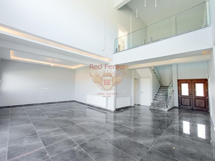 Вилла класса Люкс с 4-мя спальнями + общий бассейн + вид на море и горы + ухоженный двор + недалеко от пляжа, Дом в Фамагуста Северный Кипр
