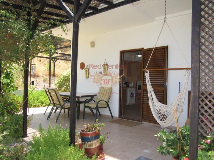 Вилла с 4 спальнями + бассейн + бытовая техника + Титул на имя владельца, Дом в Кирения Северный Кипр