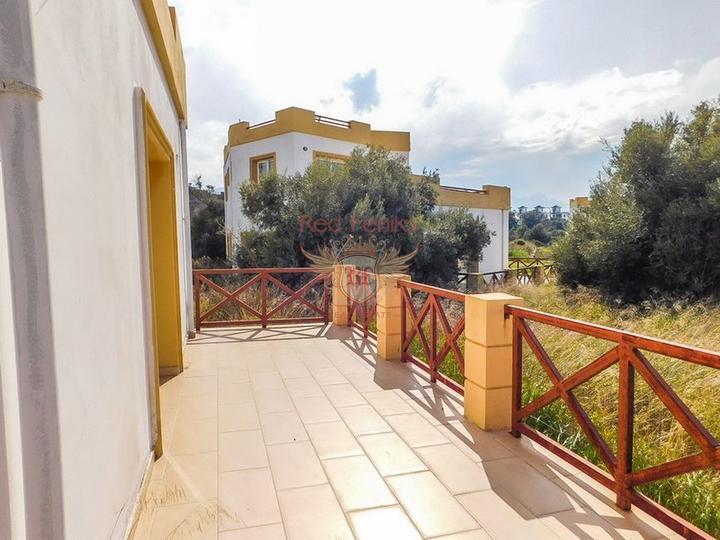 Новые двухспальные апартаменты с садом и отличными видами на море и горы, купить квартиру в Кирения