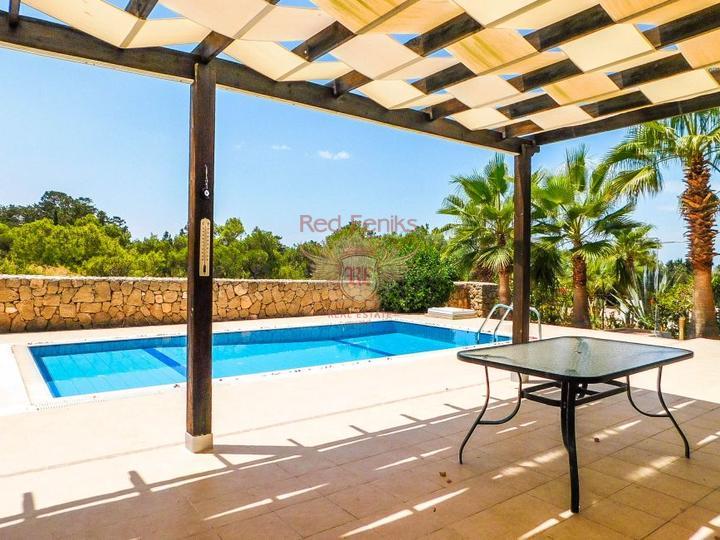 Вилла с 3 спальнями + бассейн 10 х 5 м + кондиционер + кухонная техника + полностью меблирована, купить виллу в Кирения