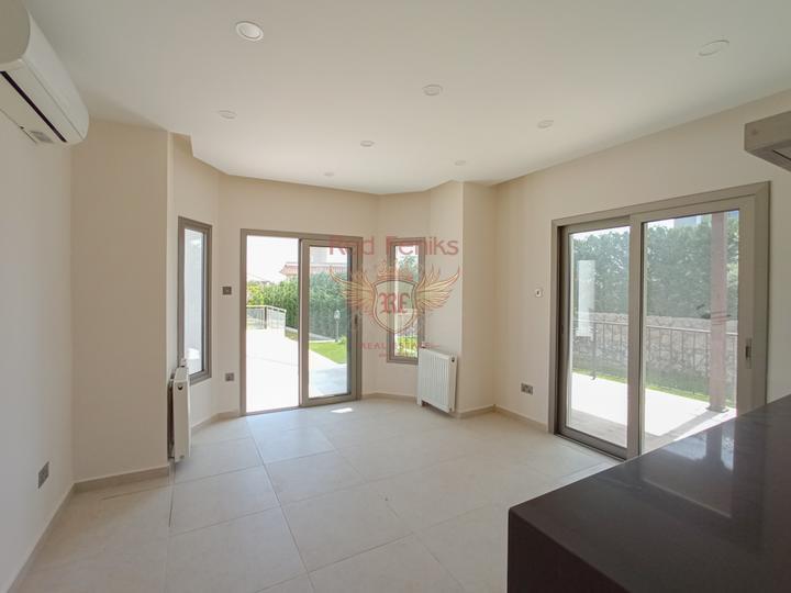 Современные апартаменты с 2 спальнями + прекрасный вид на море и горы, купить квартиру в Кирения
