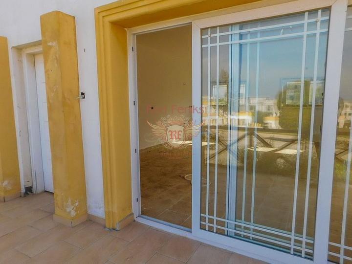 Новые двухспальные апартаменты с садом и отличными видами на море и горы, Квартира в Кирения Северный Кипр