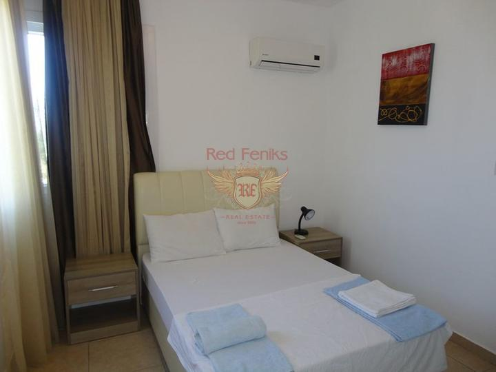 Вилла с 5 спальнями + бассейн 10 х 5 м + потрясающий вид на море, купить дом в Кирения