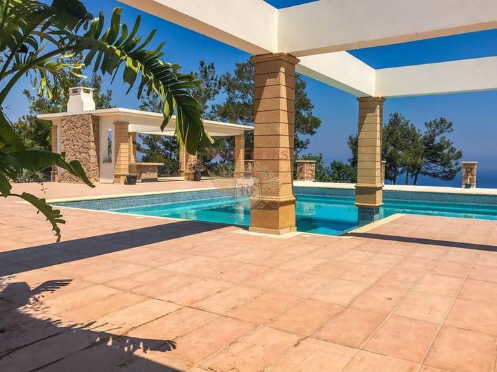 Роскошная вилла с 4 спальнями + роскошное бунгало с 2 спальнями, купить дом в Кирения