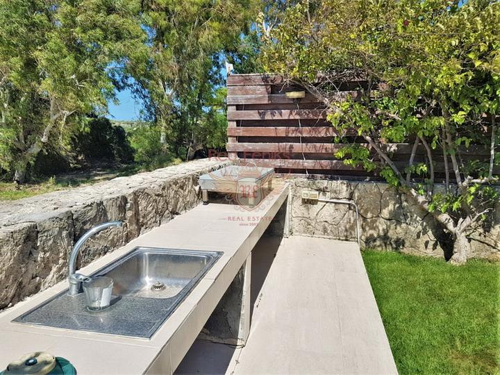 Вилла 4 спальни + современный дизайн + бассейн, купить дом в Кирения