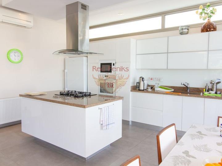 Современные виллы с 4 спальнями + план оплаты + вид на море и горы, купить виллу в Кирения