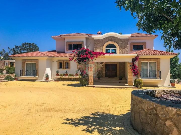 Роскошная вилла с 4 спальнями + роскошное бунгало с 2 спальнями, Дом в Кирения Северный Кипр