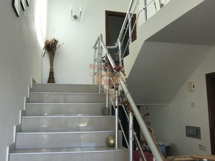 Вилла с 3 спальнями + меблированная + бассейн + пешая доступность до пляжа, купить дом в Кирения