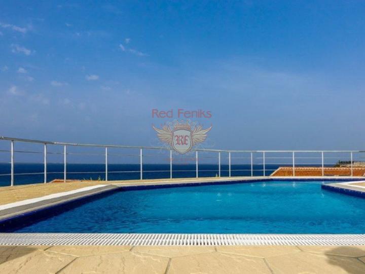 Вилла с 4 спальнями + бассейн + камин + барбекю + потрясающий вид на море, Вилла в Кирения Северный Кипр