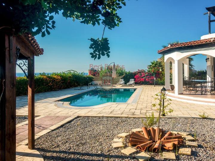 Вилла с 3 спальнями + бассейн 10 х 5 м + кондиционер + полностью меблирована + потрясающий вид на море, Вилла в Кирения Северный Кипр