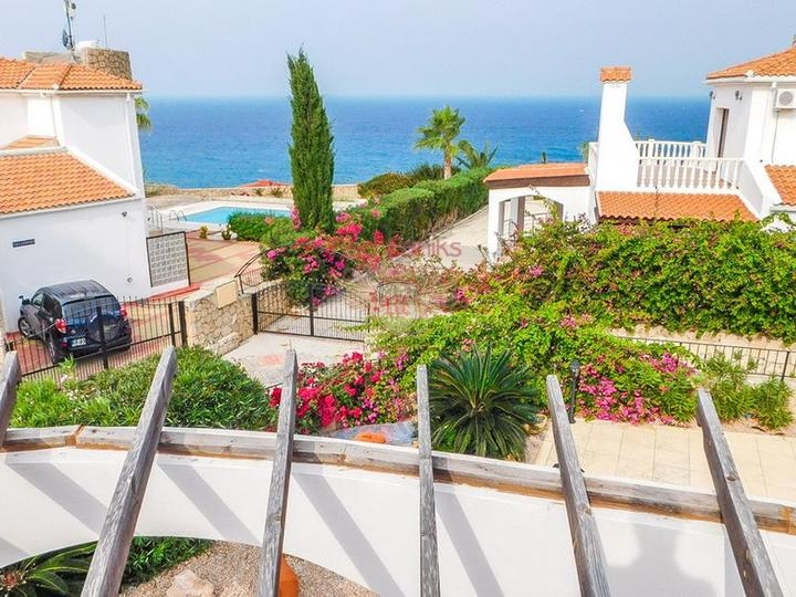 Роскошная вилла с 3 спальнями, полностью меблированная, с кондиционерами, кухонной техникой и видом на море, купить виллу в Кирения