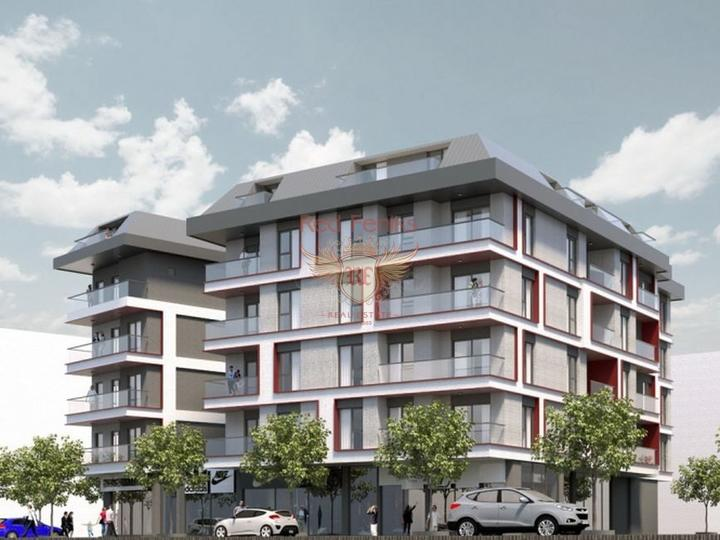 Новый строительный проект расположен в самом центре города, среди магазинов, кафе, ресторанов и всего в 500 метрах от песчаного пляжа.