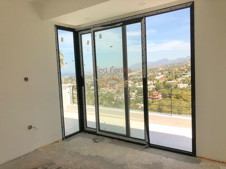 Роскошная вилла с 4 спальнями + новый ремонт + бассейн + вид на море и горы, Вилла в Кирения Северный Кипр