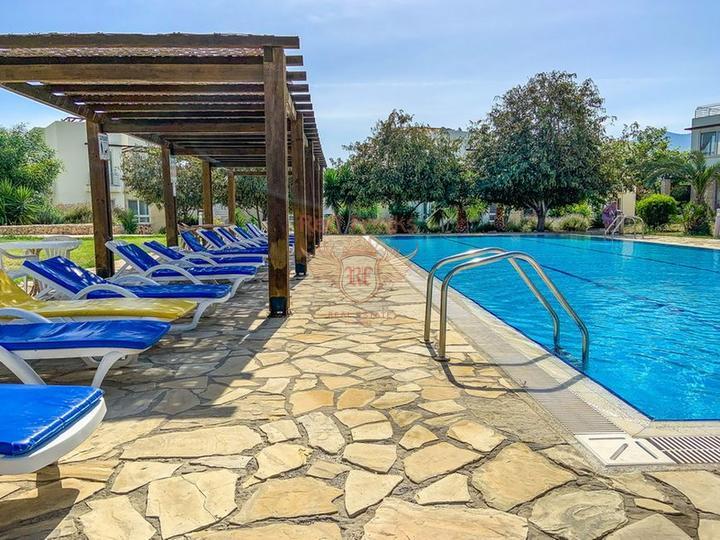 Современная вилла с 4-мя спальнями + 4м х 8м бассейн + система отчистки воды, Вилла в Кирения Северный Кипр