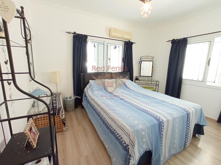 Бунгало с 3 спальнями + гостевой дом с 1 спальней + бассейн, Вилла в Кирения Северный Кипр