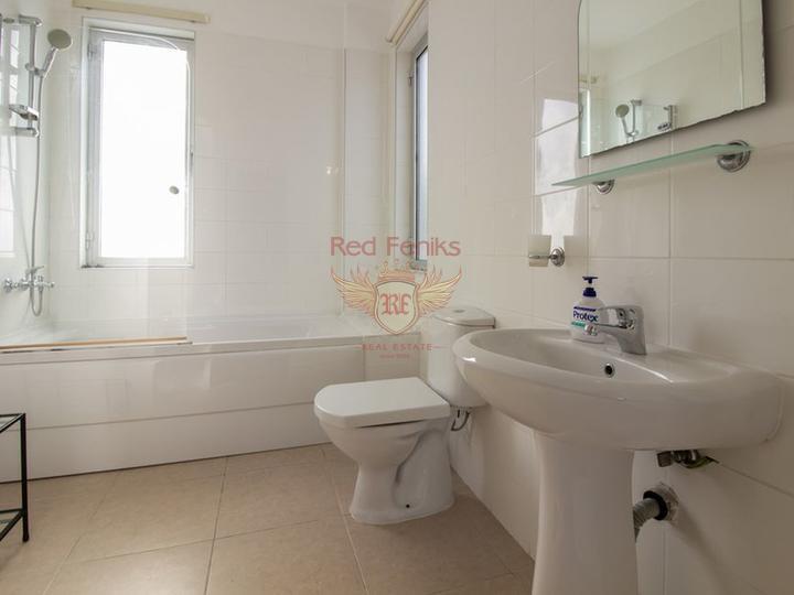 Красивая вилла с 4 спальнями, изогнутым бассейном и прекрасным видом, купить виллу в Кирения