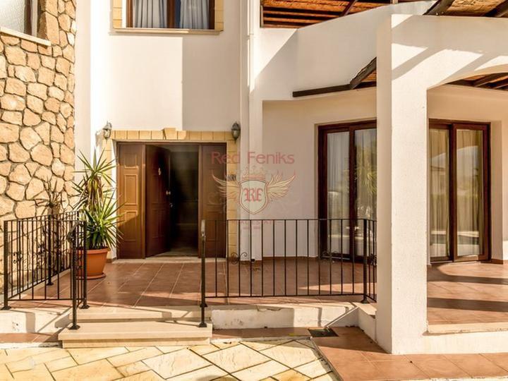 Вилла с 3 спальнями + бассейн 10 х 5 м + кондиционер + полностью меблирована + потрясающий вид на море, купить виллу в Кирения