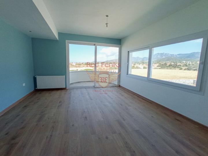 Вилла класса Люкс с 4-мя спальнями + общий бассейн + вид на море и горы + ухоженный двор + недалеко от пляжа, купить виллу в Фамагуста
