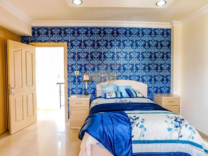 Красивая вилла с 4 спальнями, изогнутым бассейном и прекрасным видом, Вилла в Кирения Северный Кипр