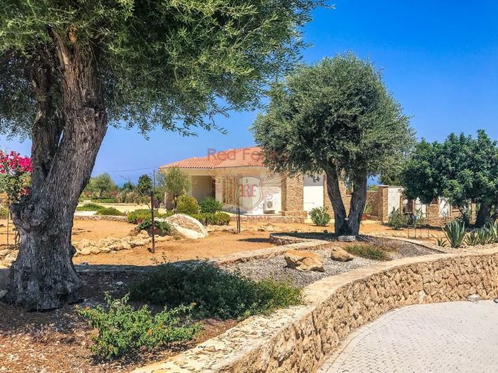 Роскошная вилла с 4 спальнями + роскошное бунгало с 2 спальнями, купить виллу в Кирения