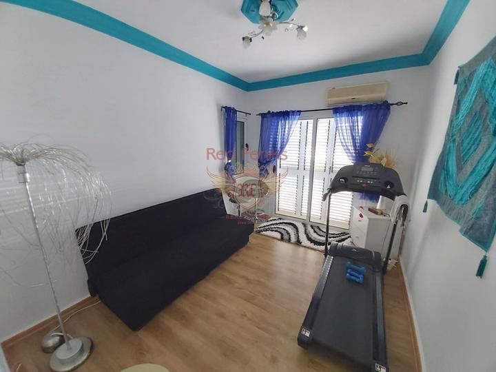 Бунгало с 3 спальнями + гостевой дом с 1 спальней + бассейн, Дом в Кирения Северный Кипр