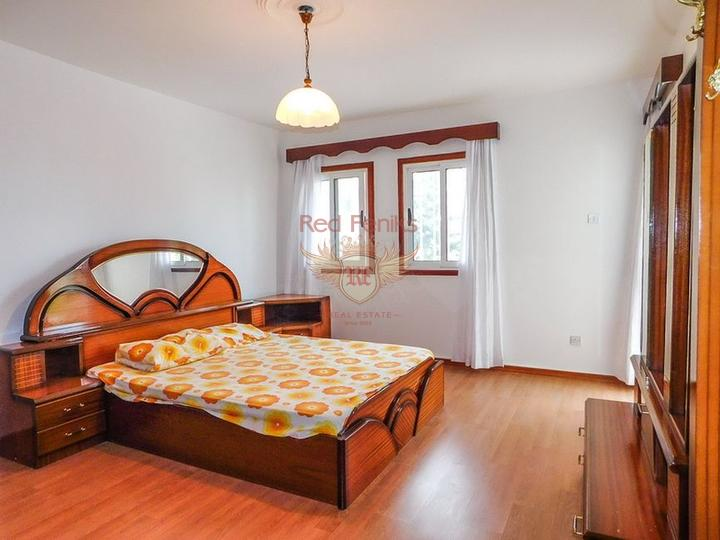 Просторная вилла с 5 спальнями + расположение в деревне с прекрасным видом на море, Вилла в Кирения Северный Кипр