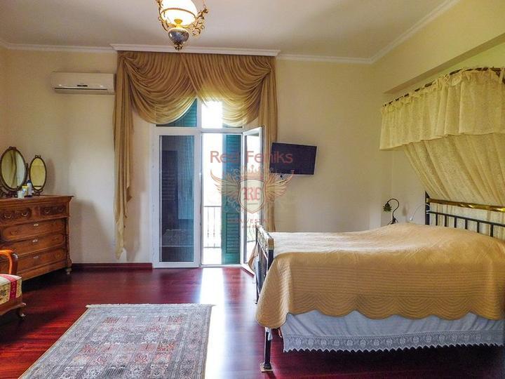 Роскошная вилла с 5/6 спальнями + бунгало с 2 спальнями + огромный бассейн, купить виллу в Кирения