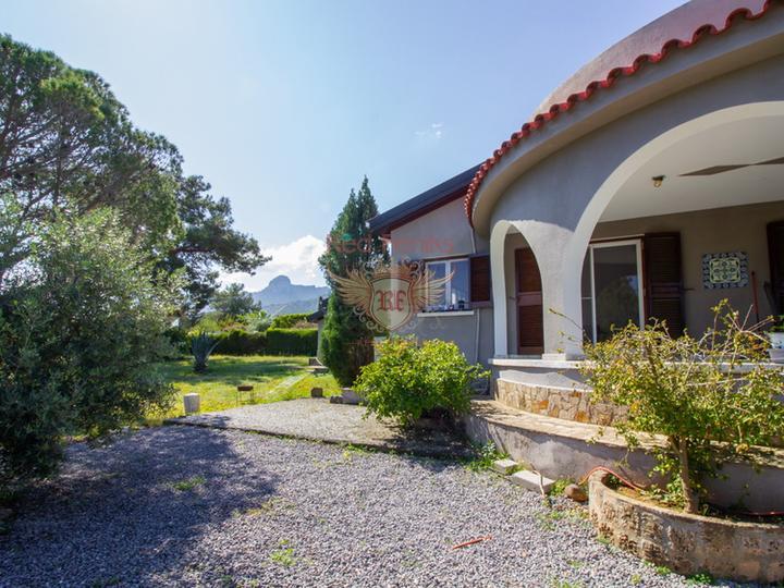 Роскошные апартаменты 1 + 1 + общий бассейн + СПА-центр + песчаный пляж + план оплаты + Титул до 74 лет в Турции, купить квартиру в Фамагуста