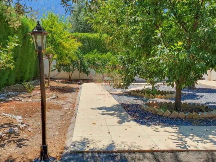 Отреставрированная вилла с 3 спальнями, Дом в Кирения Северный Кипр