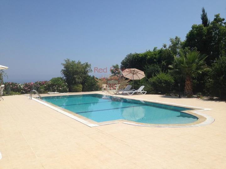 Вилла класса люкс с 4 спальнями + бассейн 12 м x 5 м, купить виллу в Кирения