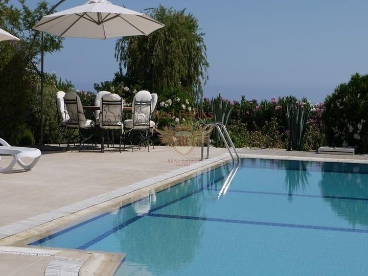 Вилла класса люкс с 4 спальнями + бассейн 12 м x 5 м, Вилла в Кирения Северный Кипр
