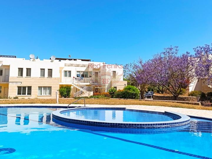 Квартира с 3 спальнями и садом + общий бассейн + мебель + частный пляж + удобства на территории Эти очаровательные апартаменты с 3 спальнями на перепродаже расположены в красивом и очень популярном жилом комплексе, расположенном на берегу Средиземного моря.