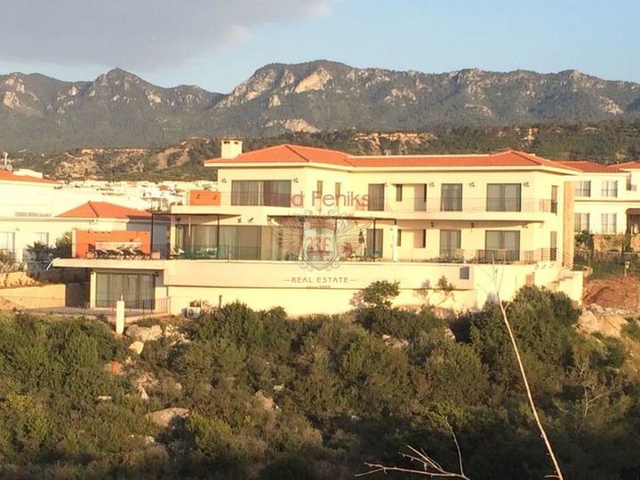 Квартира с 3 спальнями и садом + общий бассейн + мебель + частный пляж + удобства на территории, купить квартиру в Кирения