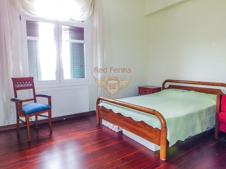 Роскошная вилла с 5/6 спальнями + бунгало с 2 спальнями + огромный бассейн, Дом в Кирения Северный Кипр
