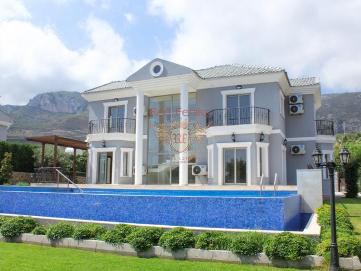 £ 589,000 Роскошная вилла с 3 спальнями + пейзажный бассейн + центральное отопление + ухоженный сад + прекрасный вид на море и горы + Титул, готовый к передаче.
