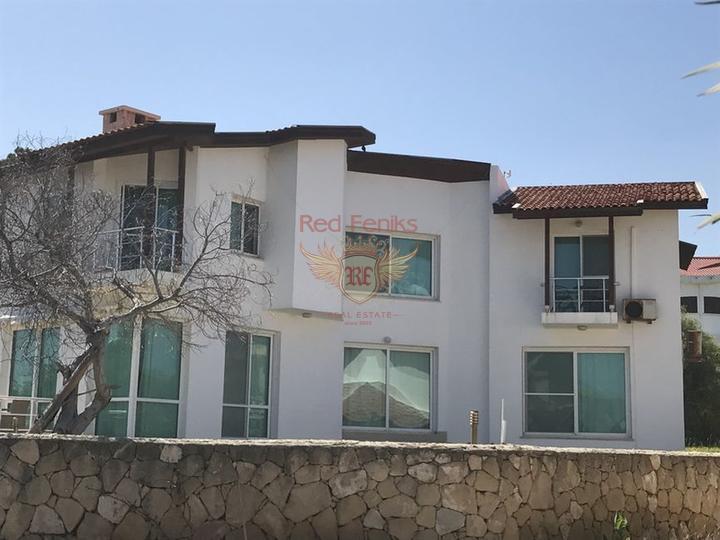 Вилла с 3 спальнями + меблированная + бассейн + пешая доступность до пляжа, Вилла в Кирения Северный Кипр