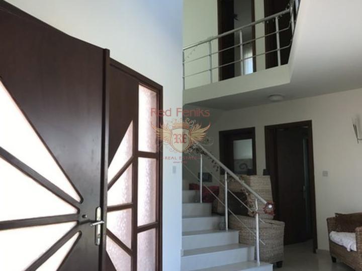 Вилла с 3 спальнями + меблированная + бассейн + пешая доступность до пляжа, Дом в Кирения Северный Кипр