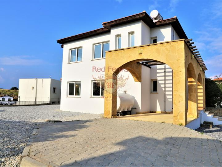 Cozy complex of houses in a well-maintained residential complex with a swimming pool, located in a quiet area of Kundu, at a distance of only 900 m from the sea! Within walking distance from the complex is the largest supermarket, weekly market, park areas, restaurants, pharmacies, etc.