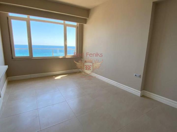 The apartments are located less than 1 km from Calis Beach.