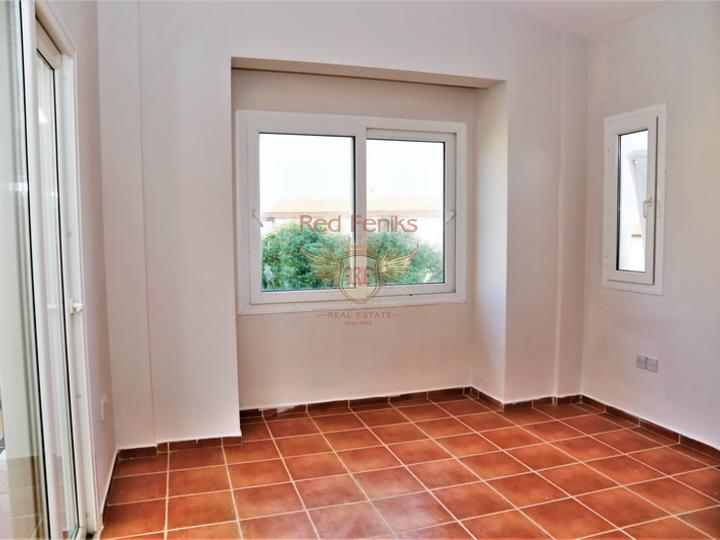 Новая 3 спальная вилла + камин + кухонные шкафы + недалеко от моря, купить виллу в Кирения